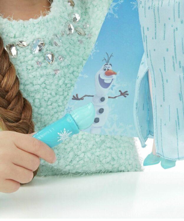 Hasbro - Disney Frozen Mantello Cambia Colore